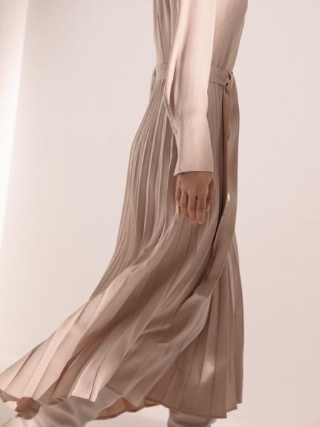Платье с плиссированной юбкой - фото 7