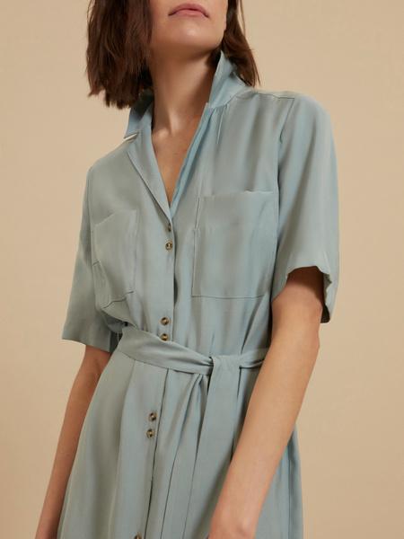 Платье-рубашка с поясом - фото 3