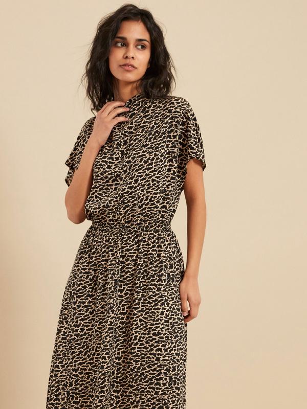 Платье-миди с эластичным поясом
