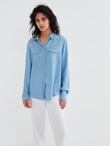 Джиновая рубашка с накладными карманами - фото 2
