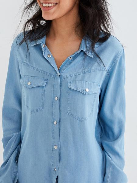 Джиновая рубашка с накладными карманами - фото 3