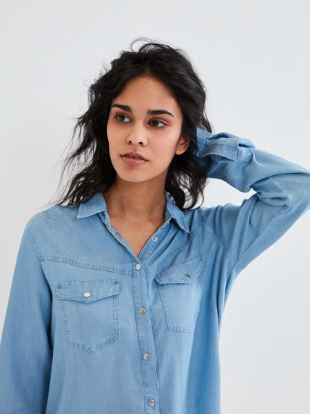 Джиновая рубашка с накладными карманами - фото 4