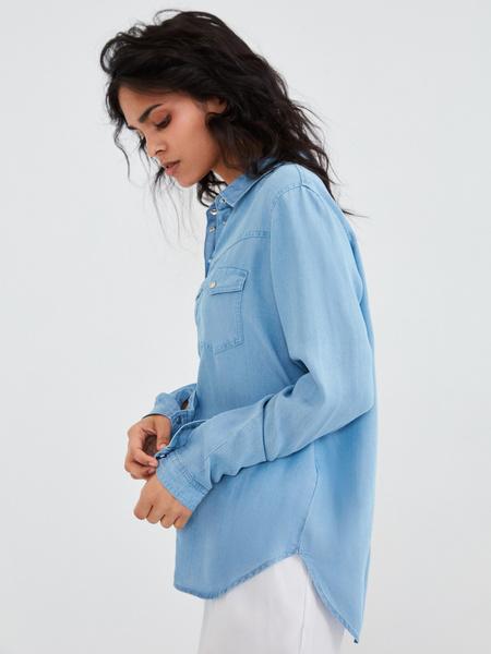 Джиновая рубашка с накладными карманами - фото 5