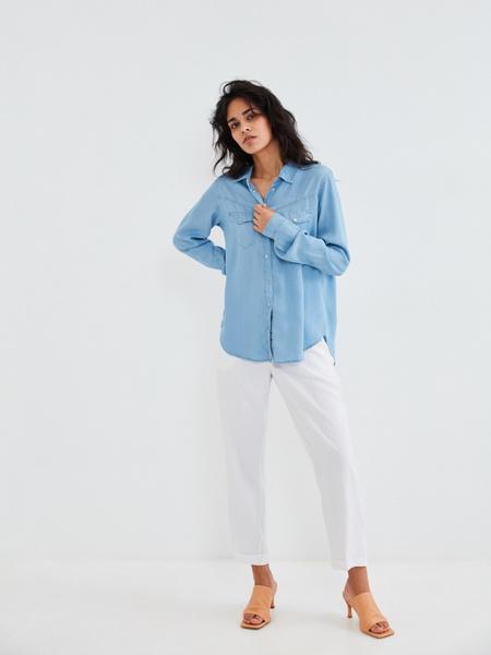 Джиновая рубашка с накладными карманами - фото 7