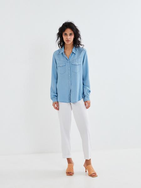 Джиновая рубашка с накладными карманами - фото 8