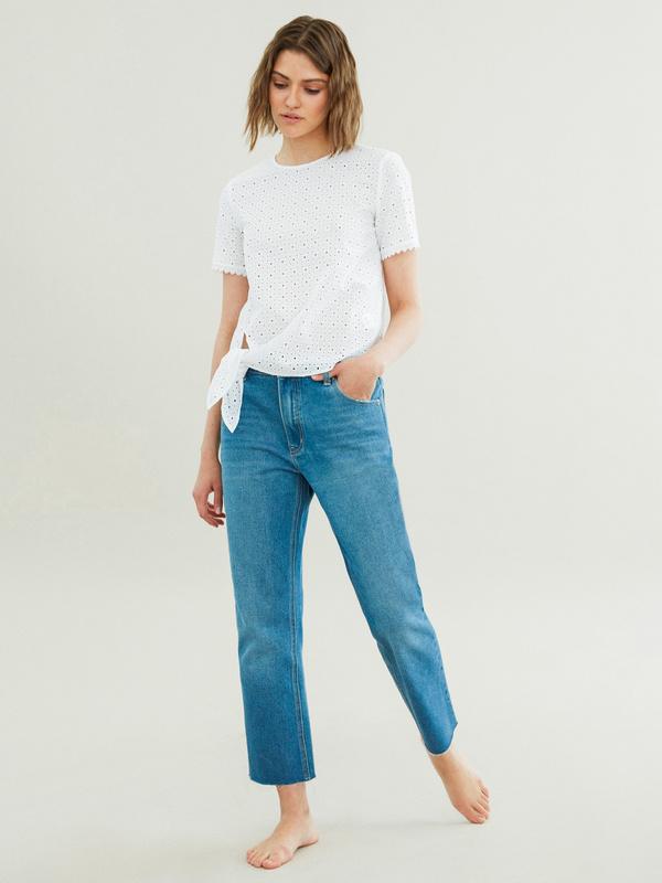 Укороченные джинсы со срезанным краем