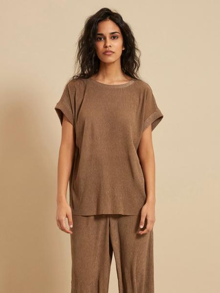Блузка с подвернутыми рукавами - фото 1