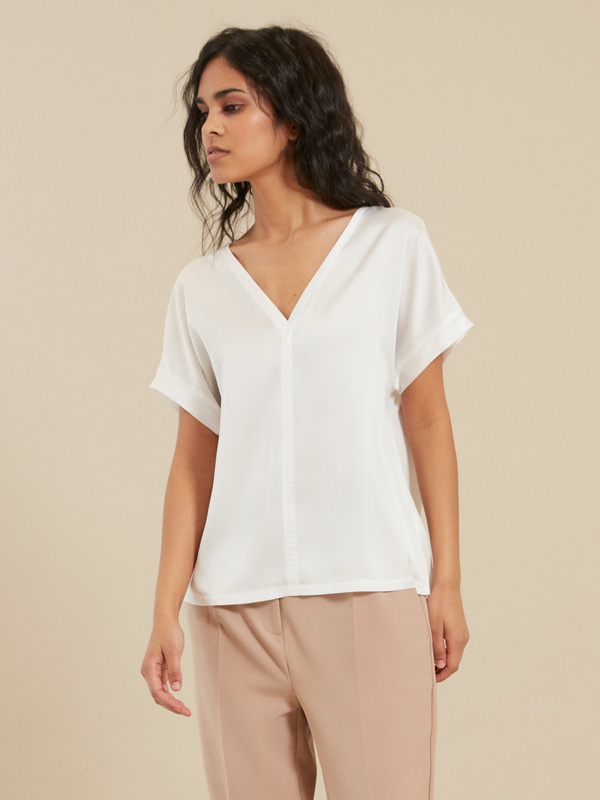 Блузка с треугольным вырезом