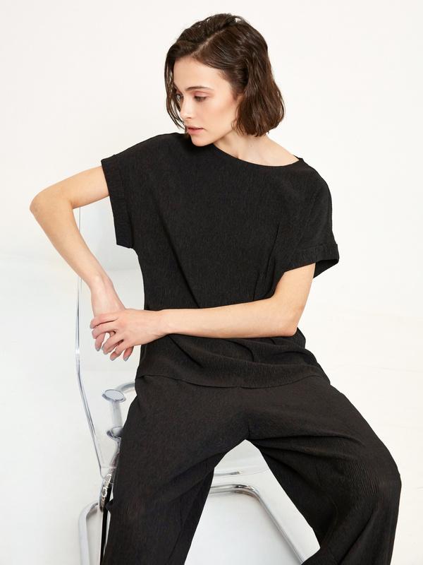 Блузка с подвернутыми рукавами
