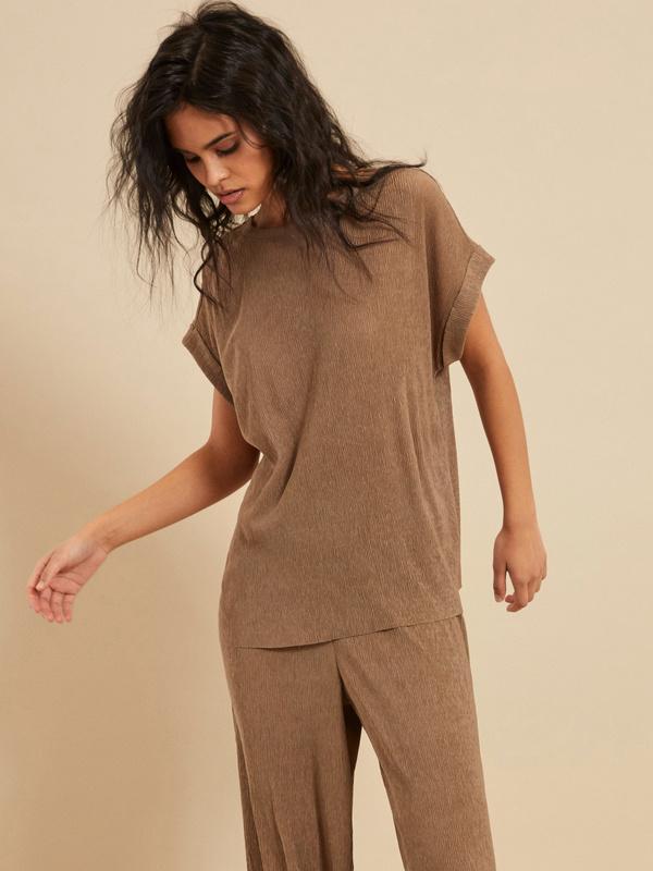 Блузка с подвернутыми рукавами - фото 3