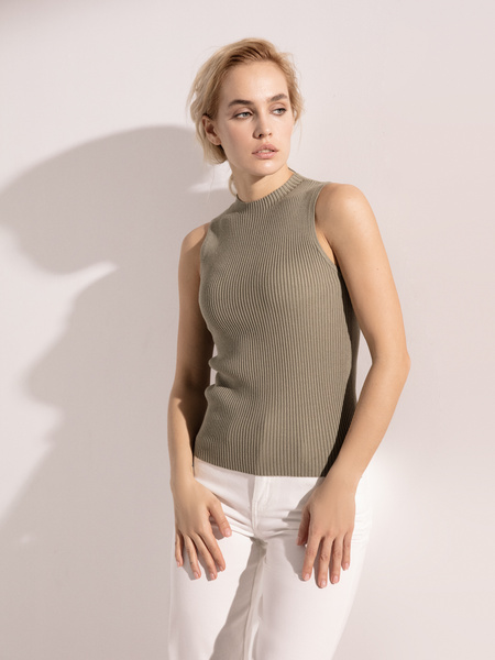 Блузка в рубчик с открытыми плечами - фото 1