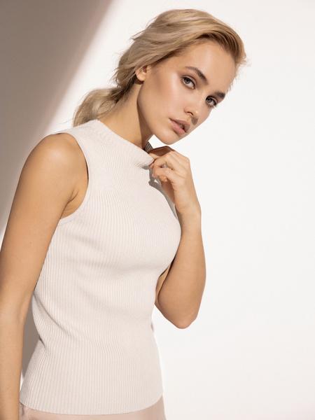 Блузка в рубчик с открытыми плечами - фото 3