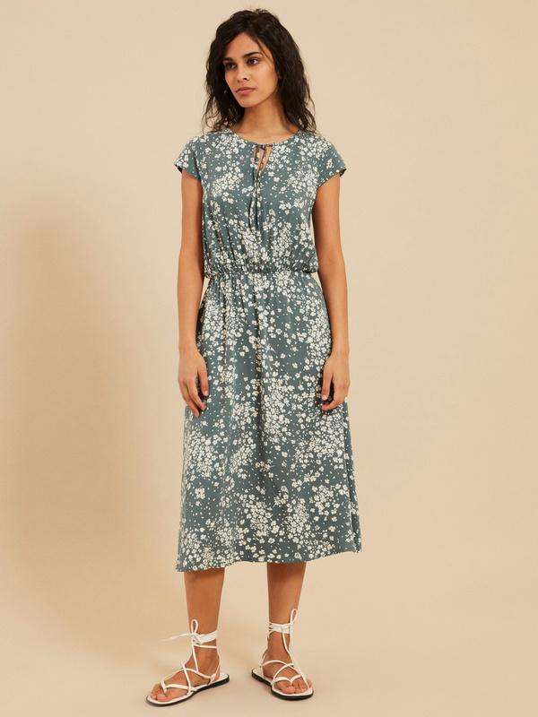 Платье с завязкой по горловине