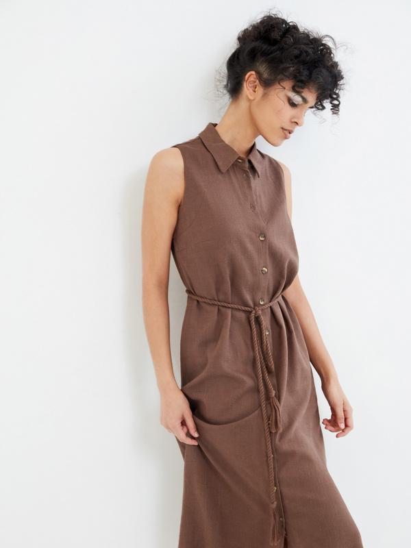 Платье с открытыми плечами