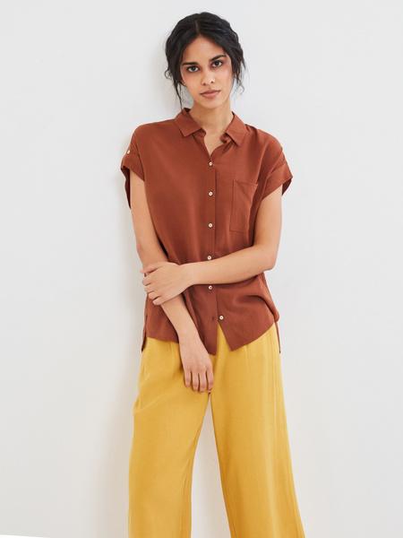 Блузка с карманом на груди - фото 1