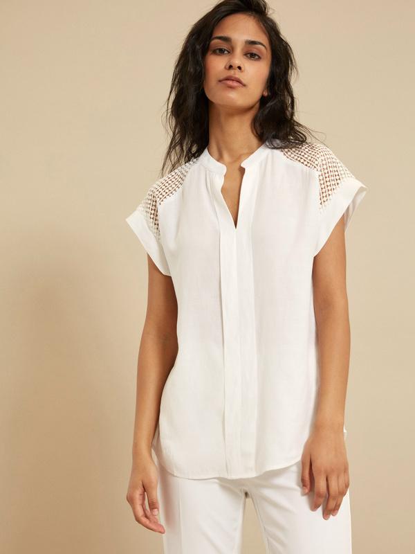 Блузка с ажурной вставкой