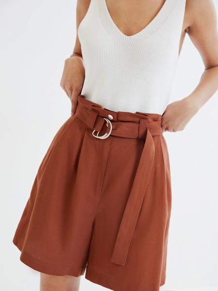 Однотонные шорты с поясом - фото 3