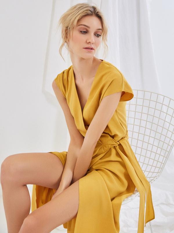 Платье со сборкой на боку - фото 2