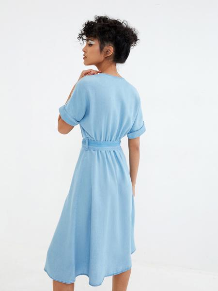 Джинсовое платье на поясе - фото 6