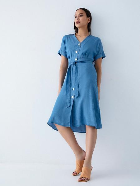 Джинсовое платье на поясе - фото 1