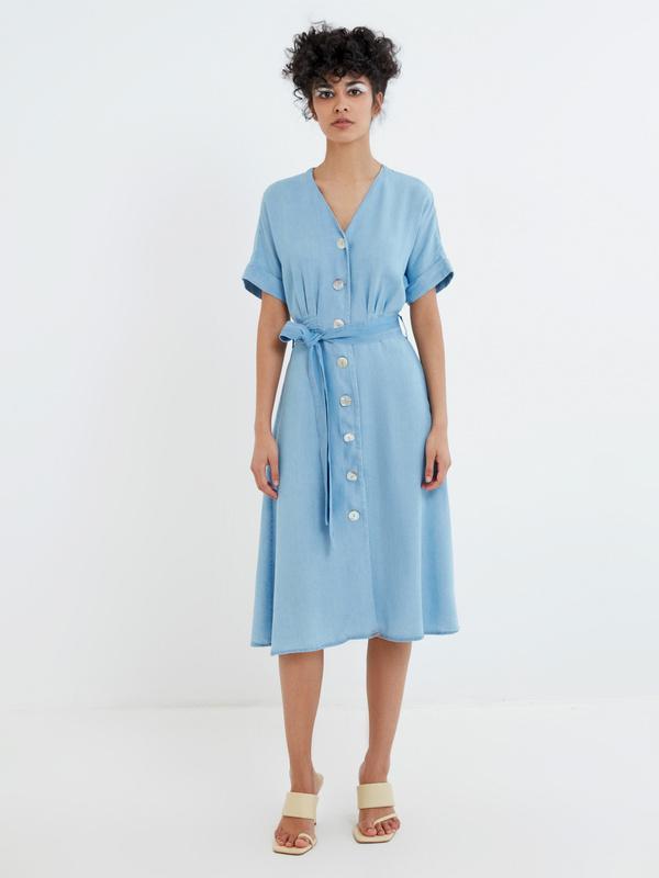 Джинсовое платье на поясе