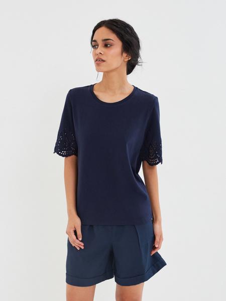 Блузка с ажурными рукавами