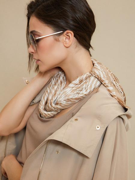 Атласный платок с принтом
