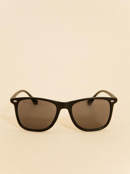 Солнцезащитные очки в пластиковой оправе - фото 2