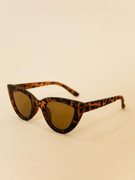 Солнцезащитные очки удлиненной формы - фото 3