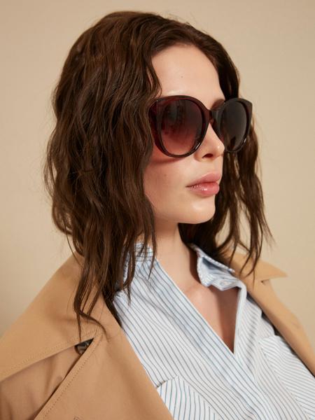 Солнцезащитные очки с уголками
