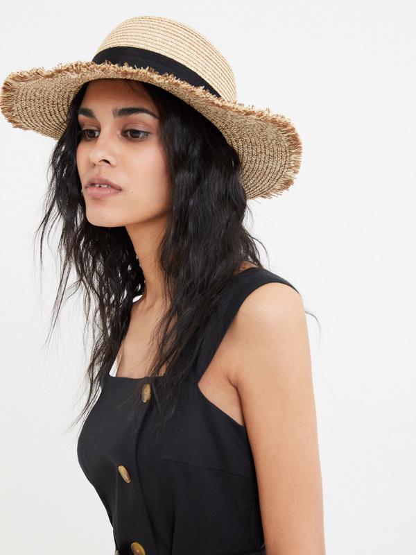Плетеная шляпа с бахромой