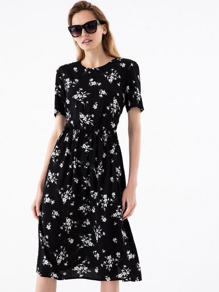 Платье с резинкой на поясе
