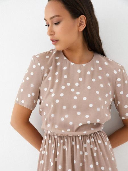 Платье с резинкой на поясе - фото 2