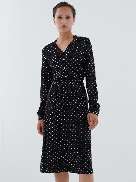 Платье с жемчужными пуговицами