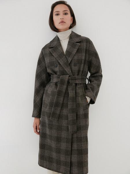Удлиненное пальто на поясе - фото 1