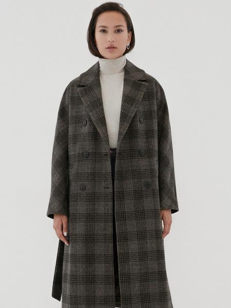 Удлиненное пальто на поясе - фото 6