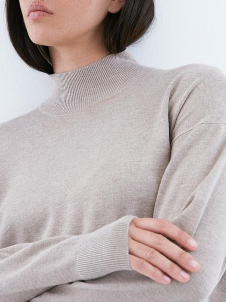 Джемпер со спущенным плечом - фото 3