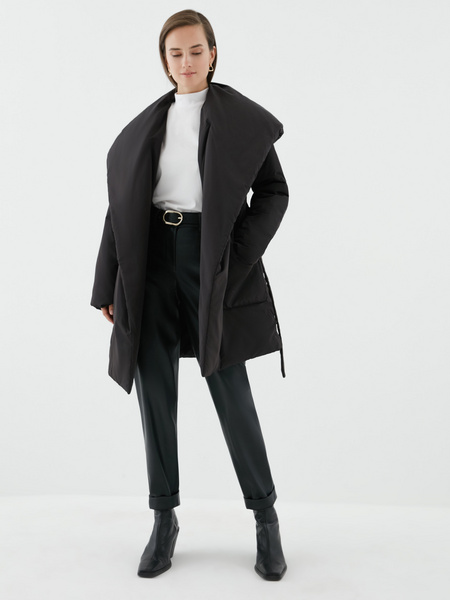 Объемное пальто с поясом - фото 7