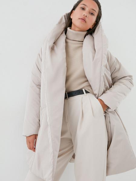 Объемное пальто с поясом - фото 1
