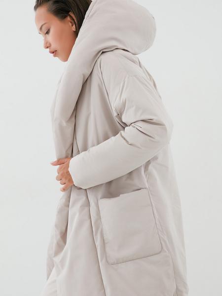 Объемное пальто с поясом - фото 4