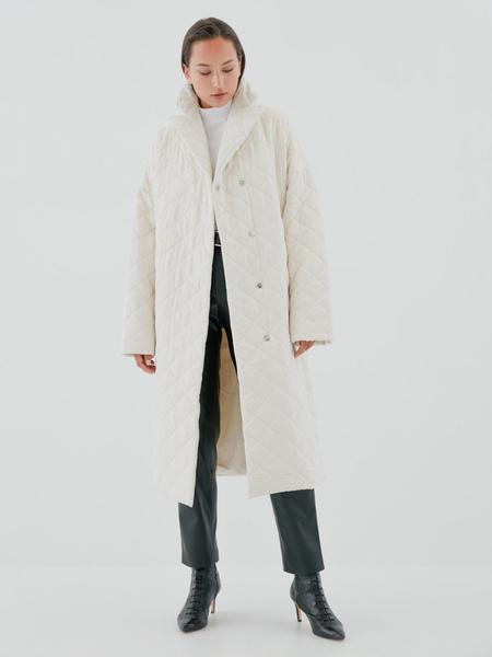 Стеганое пальто на поясе - фото 8