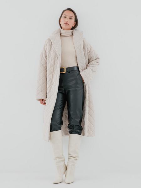 Стеганое пальто на поясе - фото 1
