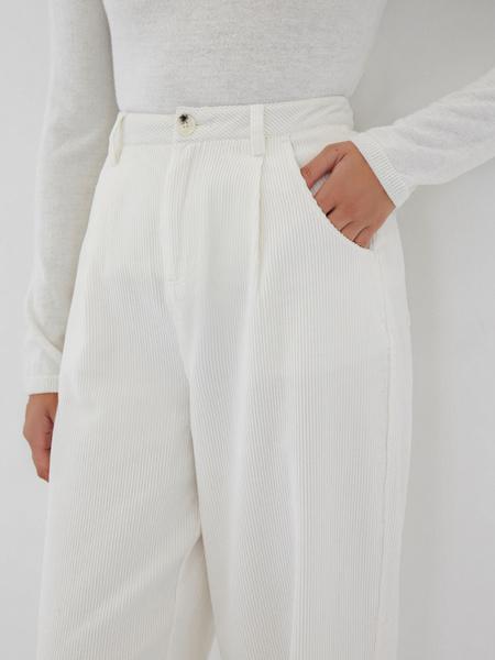 Белые вельветовые брюки - фото 4