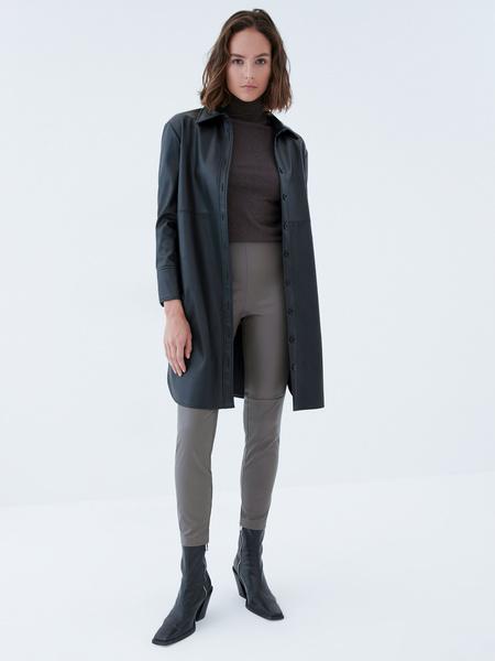 Узкие брюки из экокожи - фото 6