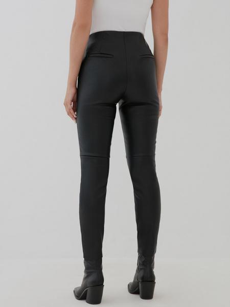 Узкие брюки из экокожи - фото 4
