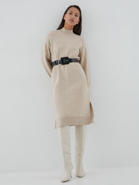 Платье с высоким горлом