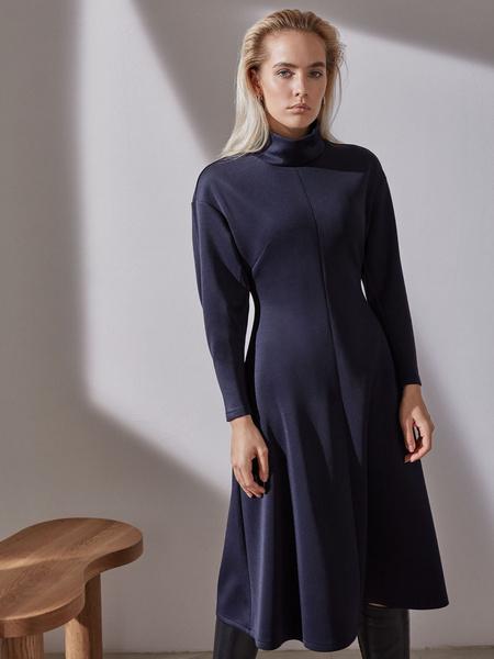 Платье-миди с закрытым горлом - фото 3