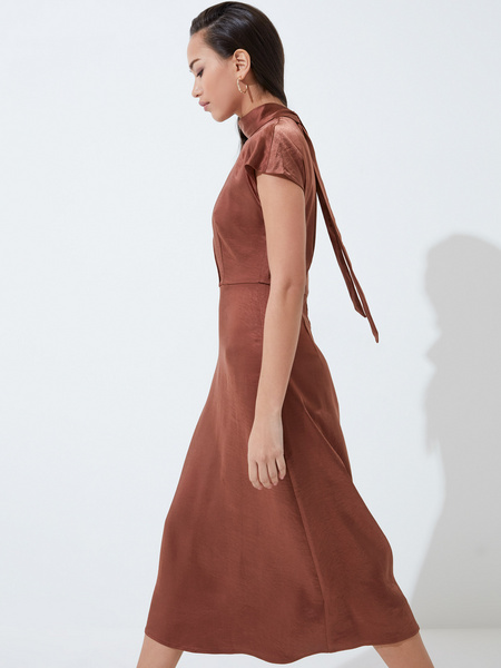 Платье с треугольным вырезом - фото 5