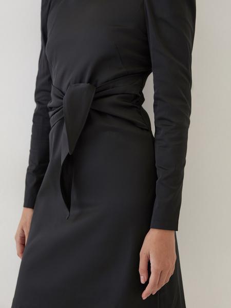 Платье с поясом на талии - фото 4
