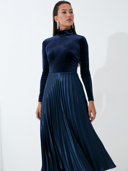 Бархатное платье - фото 1